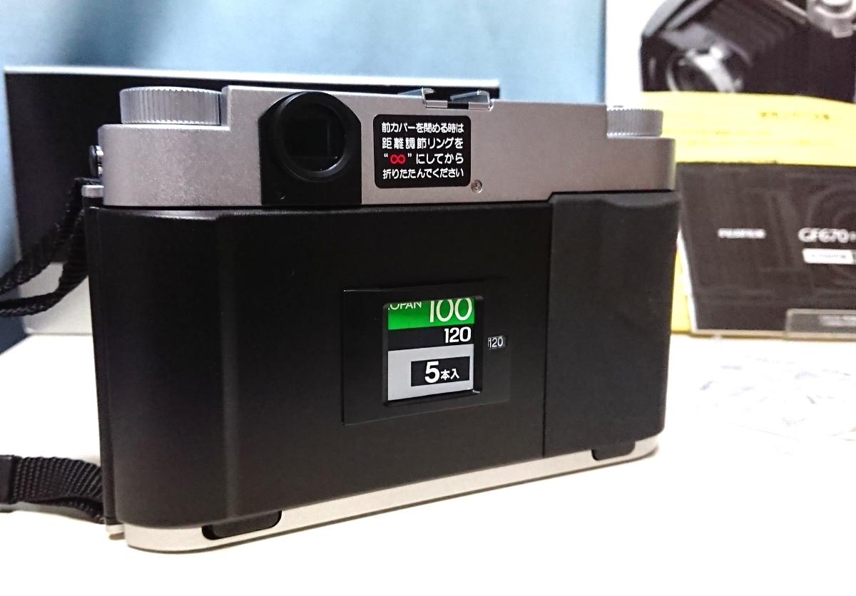 美品 FUJIFILM GF670 professional 6×6/6×7 80mm レンズ搭載 専用レンズフード カタログ 保証書 外箱付き ジャバラ折りたたみ式 絶版_画像4