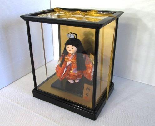 【わらべ人形】 ★ 祈り ★ 童女 着物 片手に折り鶴 ガラスケース入り