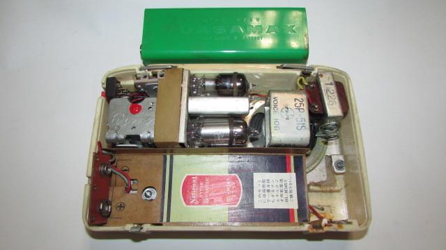 (旧家・蔵出し)(古い味わいのある携帯用真空管ラジオ・ナショナル・MODEL PL-440)貴重・珍品・ジャンク品_画像5