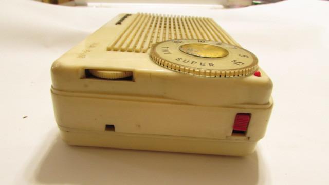 (旧家・蔵出し)(古い味わいのある携帯用真空管ラジオ・ナショナル・MODEL PL-440)貴重・珍品・ジャンク品_画像8