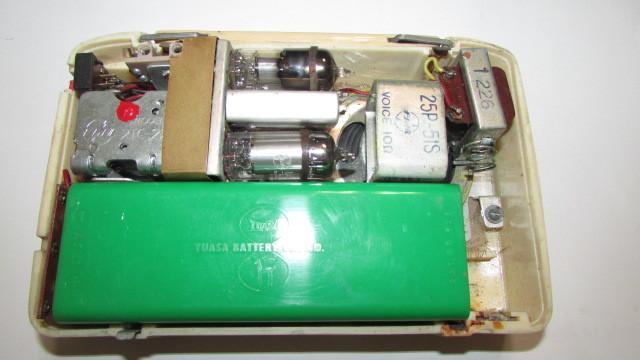 (旧家・蔵出し)(古い味わいのある携帯用真空管ラジオ・ナショナル・MODEL PL-440)貴重・珍品・ジャンク品_画像3