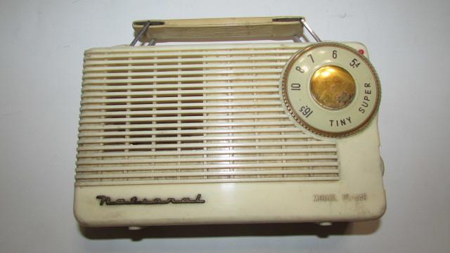 (旧家・蔵出し)(古い味わいのある携帯用真空管ラジオ・ナショナル・MODEL PL-440)貴重・珍品・ジャンク品