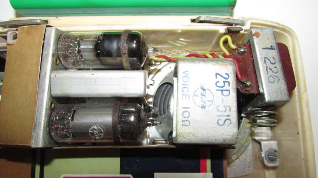 (旧家・蔵出し)(古い味わいのある携帯用真空管ラジオ・ナショナル・MODEL PL-440)貴重・珍品・ジャンク品_画像6