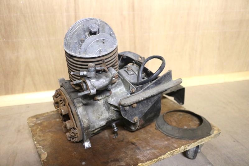 AR07* Daihatsu Midget * engine ZD 305cc MP5 3 wheel old car antique