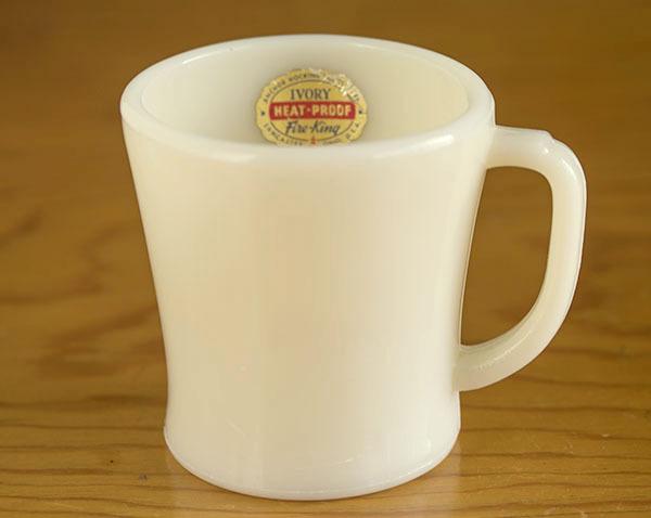 ラベル付き! ファイヤーキング マグ アイボリー フラットボトム 未使用!1940年代 ミルクガラス コーヒー アメリカ製 ビンテージ
