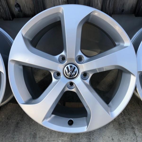 【新車外し】VW フォルクスワーゲン ゴルフ7 GTI 17インチ純正ホィール4本セット_装着イメージ画像です。
