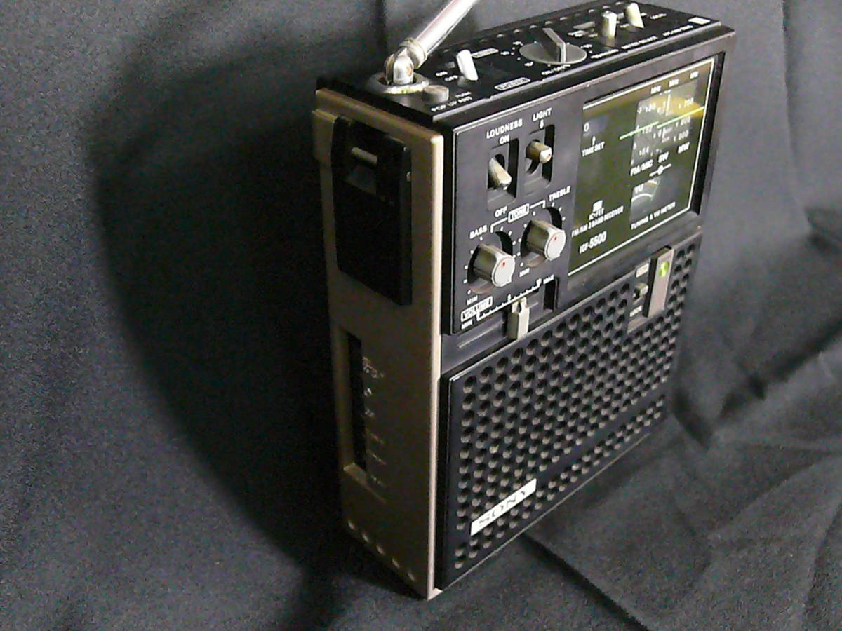 【レトロ・アンティーク】 SONY ソニー ICF-5500 スカイセンサー 3バンドレシーバー FM/MW/SW(BCLラジオ)ジャンク品_画像4