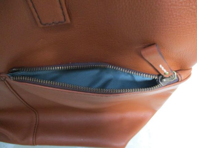 新品★AXE★牛革と綿製★リュックサックにもショルダーバッグにもトートーバッグにもなる3wayバッグ★定価税込32,400円_前面のポケットの中です。