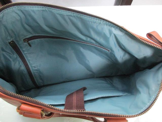 新品★AXE★牛革と綿製★リュックサックにもショルダーバッグにもトートーバッグにもなる3wayバッグ★定価税込32,400円_本体の中には、ポケットが2ヵ所付いてます