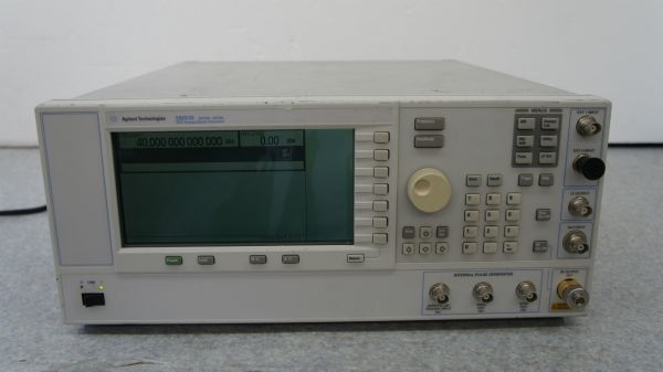 S08814】Agilent Technologies E8257D PSG Analog Signal Generator 250kHz-40GHz 中古品