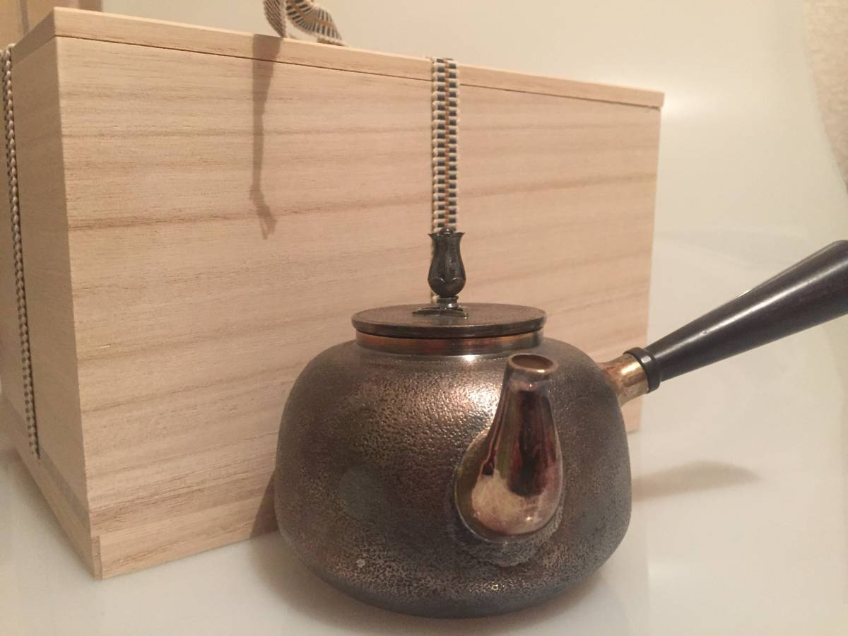 純銀製 光南作 石目肌 蕾摘 横手 急須 煎茶道具 銀瓶/刻印有箱付