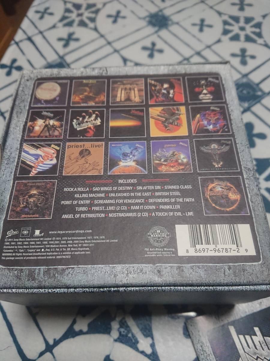 ジューダスのUK輸入盤17作品集・19枚CDボックス。ほぼジャケットと同じピクチャー・ディスクです。モノクロの英語解説ブックレット付き。_ボックス裏