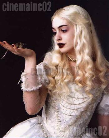 即決!アン・ハサウェイ/『アリス・イン・ワンダーランド』白の女王の写真_画像1