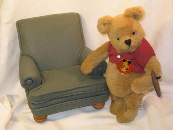 ◆R John Wright◆「Pooh & His Favorite Chair」◆1989年WDW_画像1