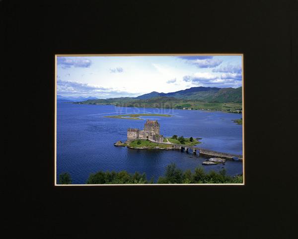 □イギリス スコットランド アイリーン・ドナン城 ☆額縁付 A4 美術品&絵画&グラフィック