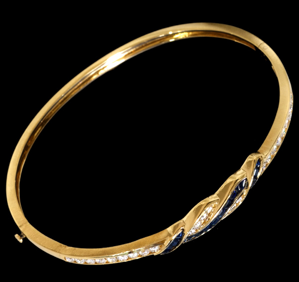A7438 美しいサファイア0.91ct 絶品ダイヤモンド0.92ct 最高級18金無垢バングル 腕周り16.5cm 重さ12.0g 幅7.0mm_画像2