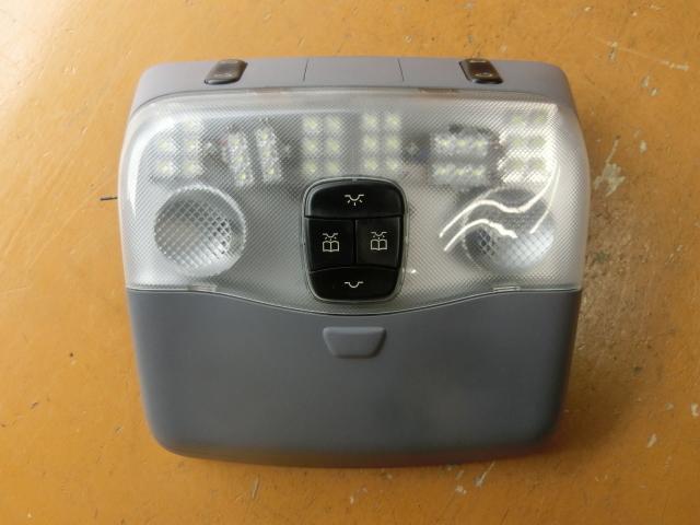 V280 ルームランプ LED 平成14年後期 GF-638280 サンルーフスイッチ ベンツ Vクラス 走行4.2万㌔_画像1