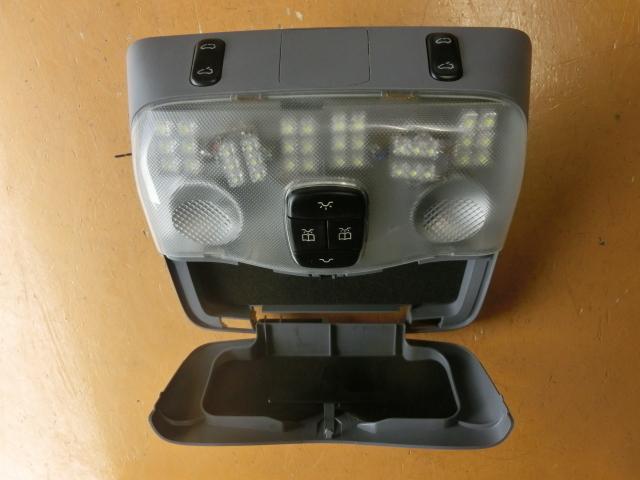 V280 ルームランプ LED 平成14年後期 GF-638280 サンルーフスイッチ ベンツ Vクラス 走行4.2万㌔_画像3