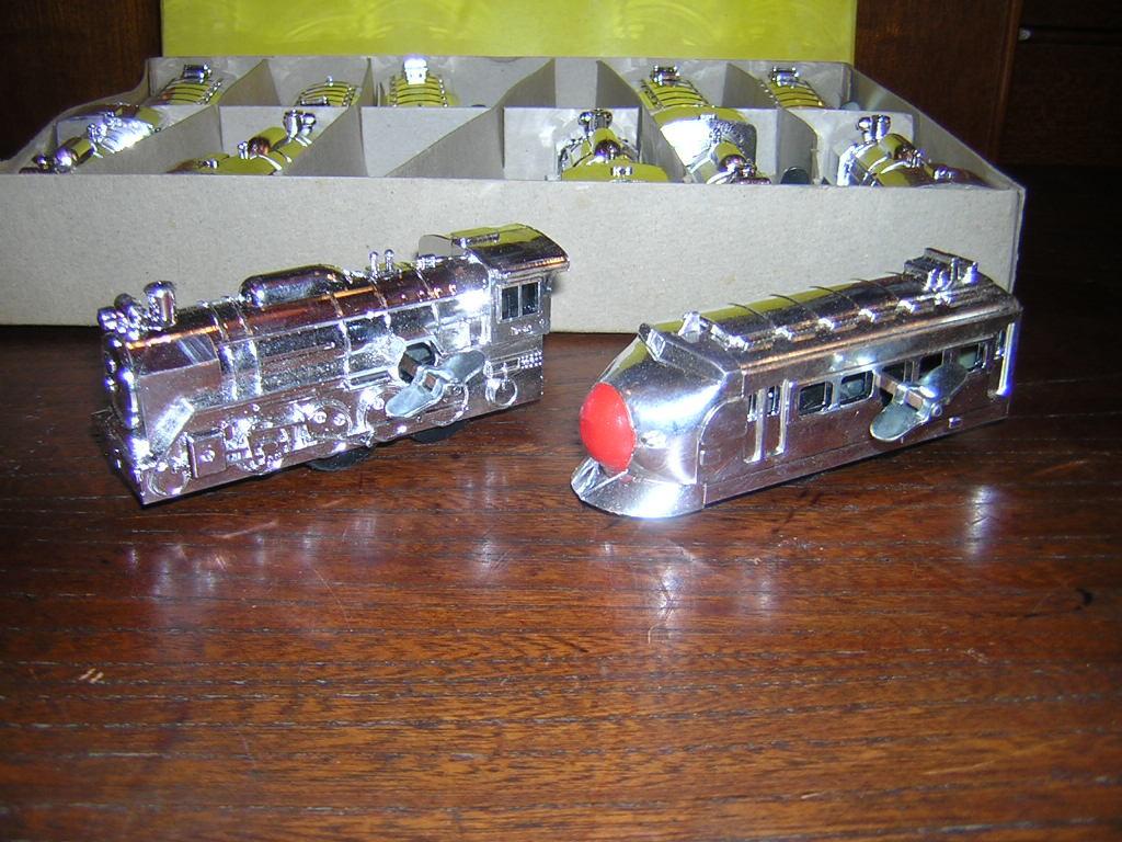 昭和レトロ ゼンマイ 機関車 新幹線 シルバー 日本製 古い 昭和40年代~50年代 1ダースまとめて 12個 未使用品 _画像3