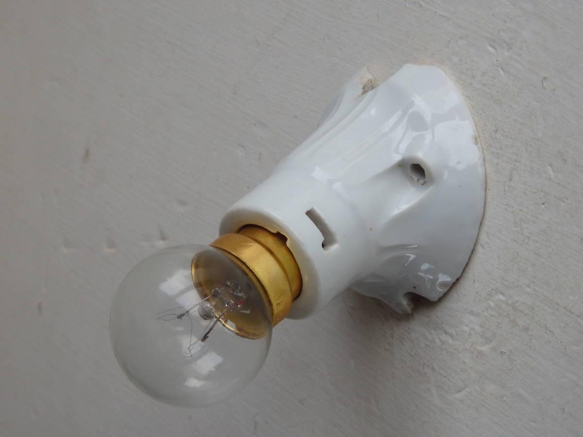 oフランスアンティーク 陶器 ライト 壁付け ウォール インダストリアル アトリエ 工業系 ランプ 磁器 電気 照明 蚤の市 ブロカント カフェ_画像2