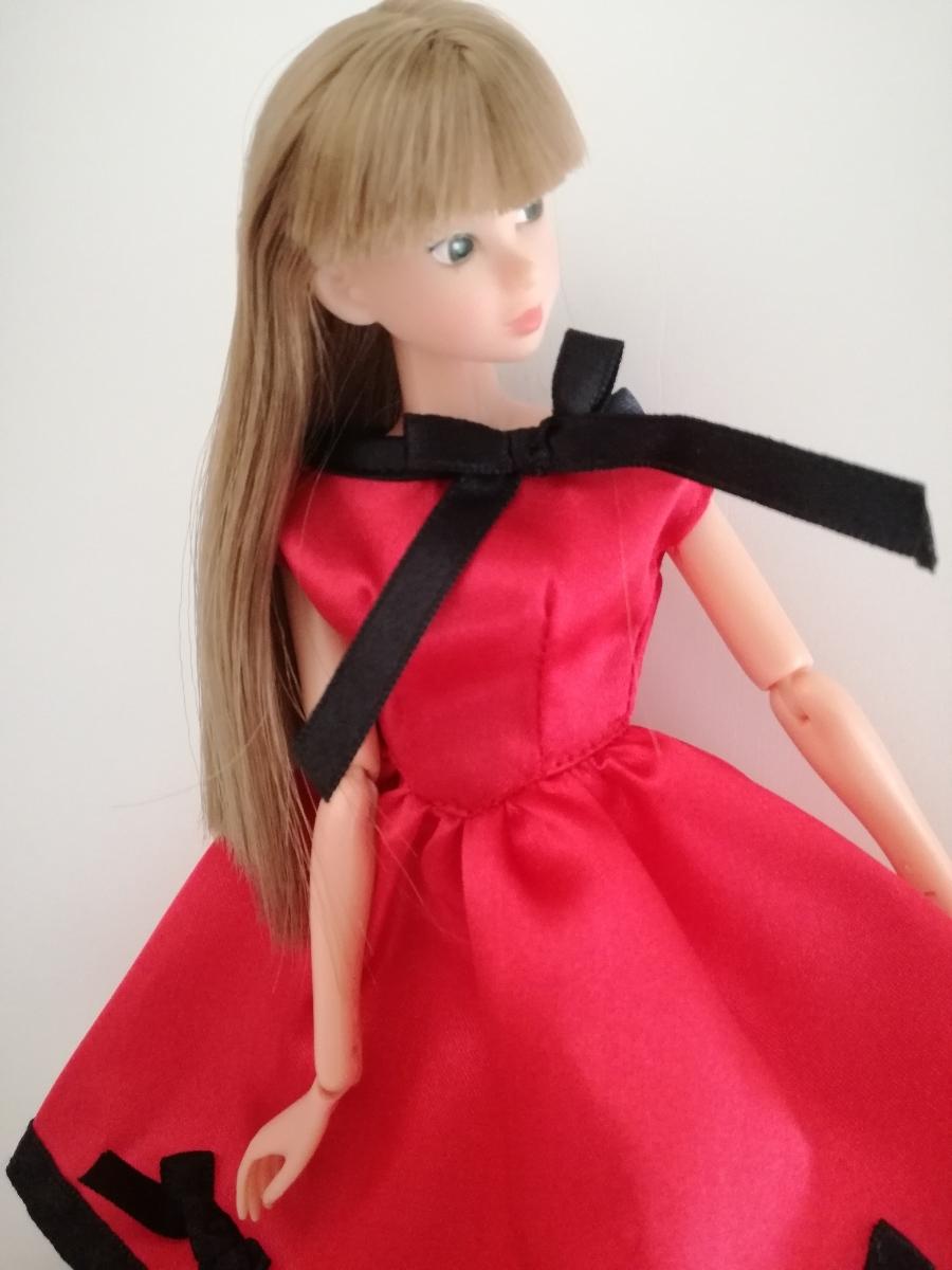 タカラタグ 人形用 赤×黒 ブラック パイピング ワンピース リボン サテン バービー ジェニー momokodoll 1/6ドール_画像4