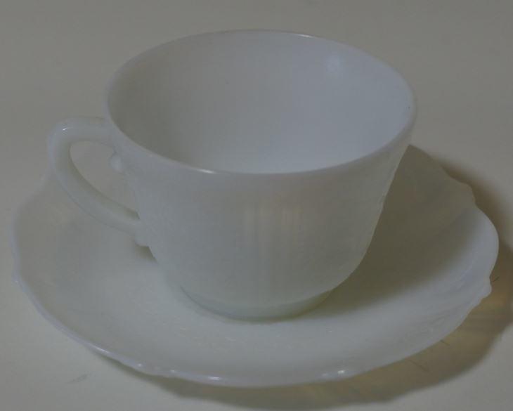 マクベスエバンス アメリカンスイートハート ミルクガラス カップ&ソーサー igttkr k kb ③ 0512*