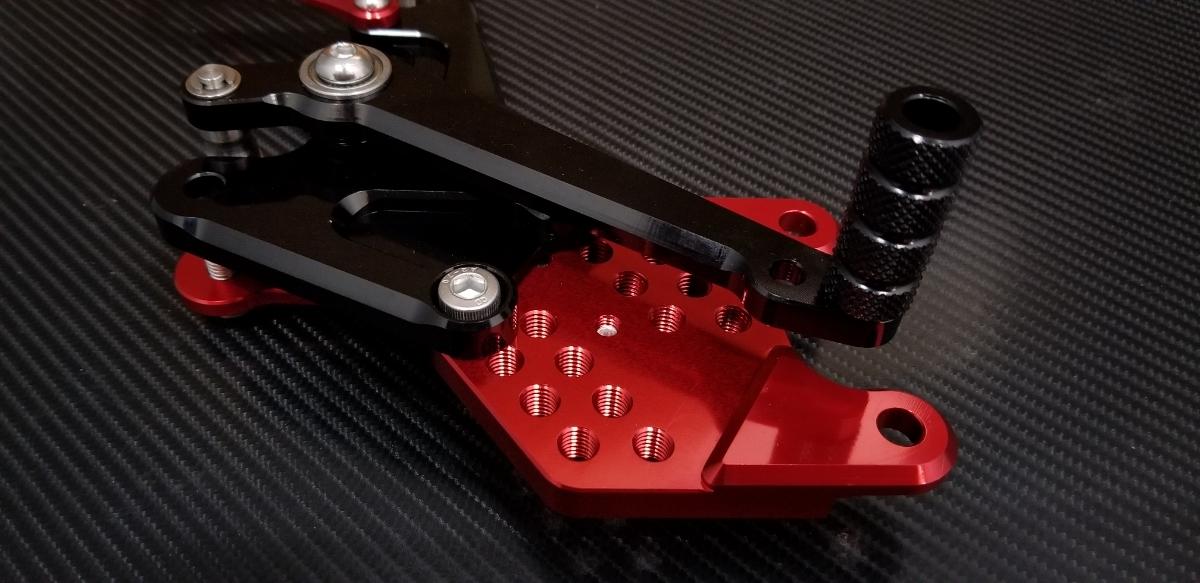 CBR1000RR(09-15)ABS 高精度バックステップ SC59 調整式 アジャスタブルキット アルミ CNC加工 赤 黒 アルマイト ポジション HONDA ペダル_画像4