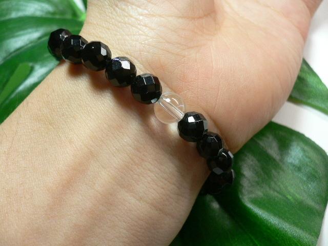 ◆天然石ブレス在庫処分◆8mm珠ブラックオニキス[64面カット]+水晶 数珠ブレス_画像2