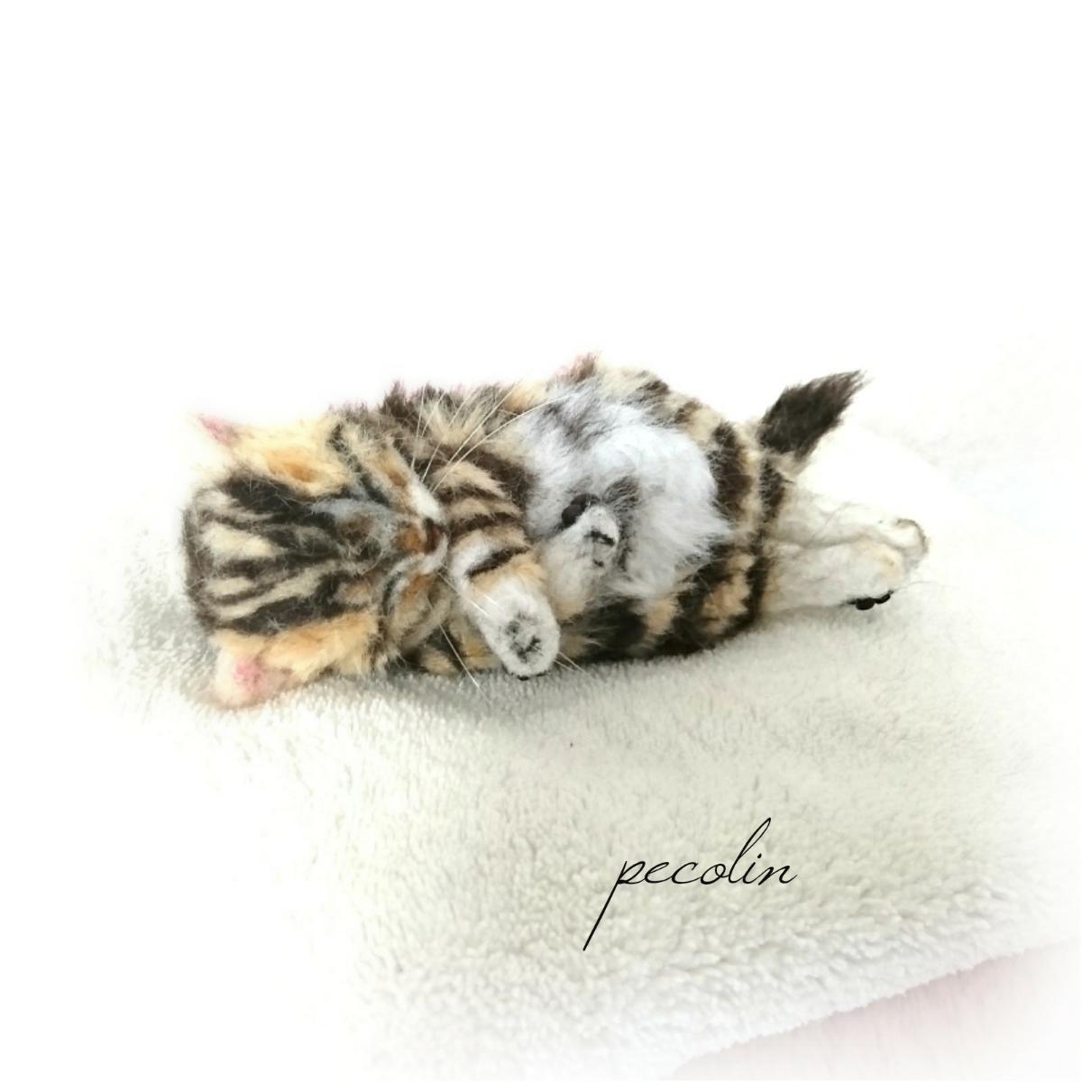 peco-lin 羊毛フェルト すやすや眠るベンガルの赤ちゃん 猫 ハンドメイド 眠り猫_画像3