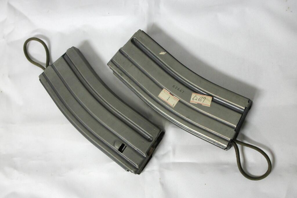 米軍実物 COLTコルト社 AR-15 M16 M16 M4 ミニミ 5.56mm 30連マガジン 初期型 二本セット オマケ付 中古 検:ベトナム海兵隊陸軍空軍