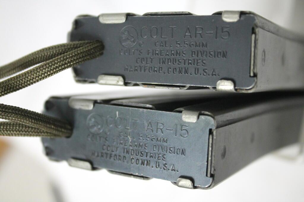米軍実物 COLTコルト社 AR-15 M16 M16 M4 ミニミ 5.56mm 30連マガジン 初期型 二本セット オマケ付 中古 検:ベトナム海兵隊陸軍空軍_画像2