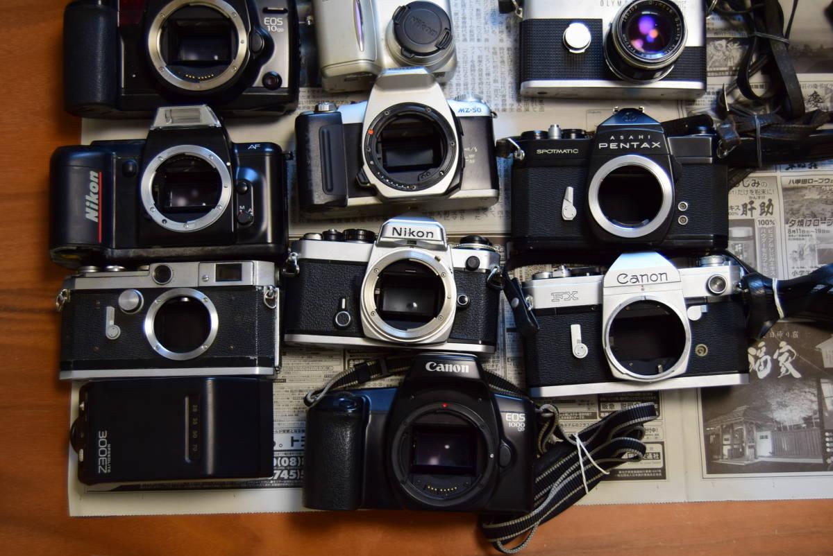 ★カメラ、レンズ、ストロボ、ベローズ、バッテリーグリップ、バッグ ジャンクまとめて大量出品★① (Canon、Nikon、PENTAX、OLYMPUSなど)_画像4