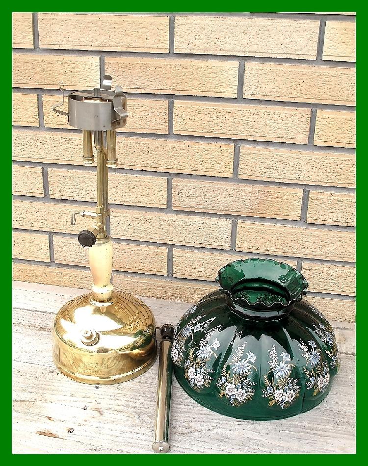 4'47 レアCanada Coleman 156 Table Lamp All Brass コールマン完全OH点火1年間保証メロン系グリーンフラワーガラスシェード付200A_画像5