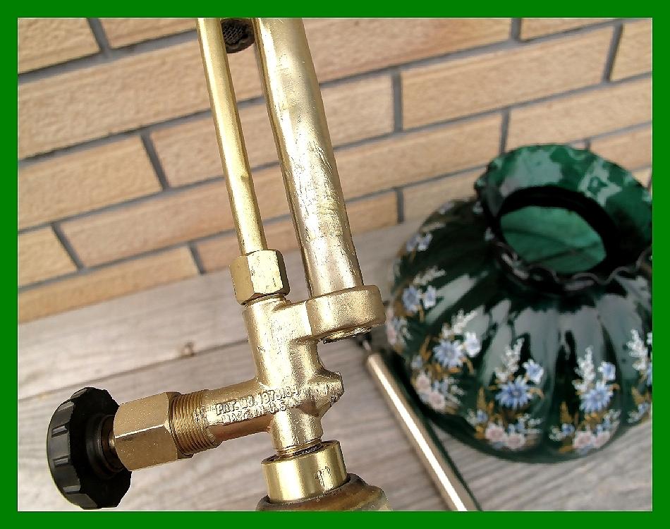 4'47 レアCanada Coleman 156 Table Lamp All Brass コールマン完全OH点火1年間保証メロン系グリーンフラワーガラスシェード付200A_画像8