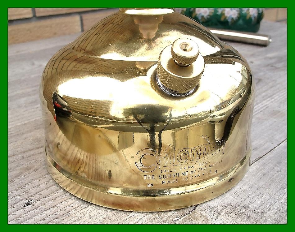4'47 レアCanada Coleman 156 Table Lamp All Brass コールマン完全OH点火1年間保証メロン系グリーンフラワーガラスシェード付200A_画像9