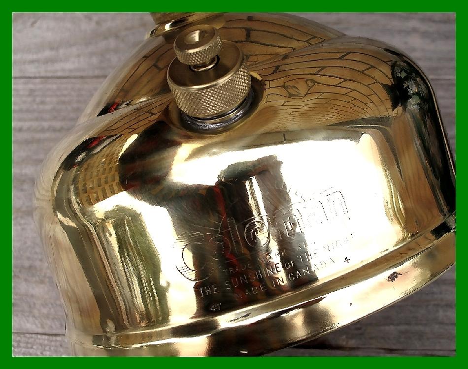 4'47 レアCanada Coleman 156 Table Lamp All Brass コールマン完全OH点火1年間保証メロン系グリーンフラワーガラスシェード付200A_画像2