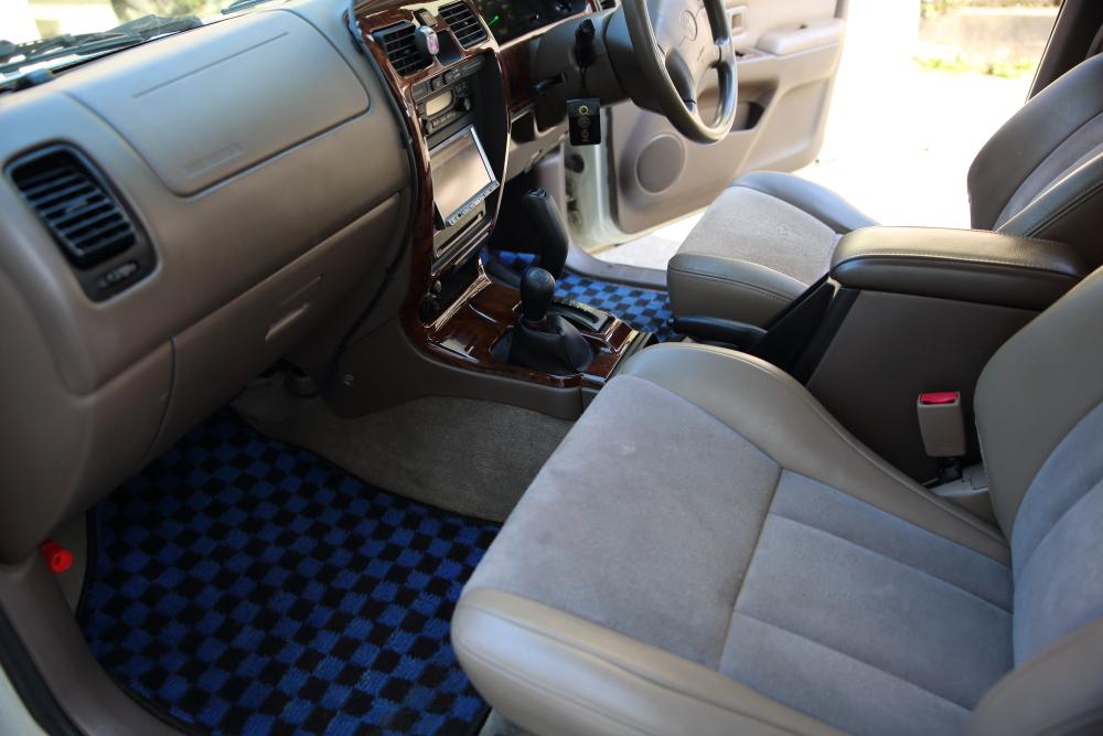 H12年 トヨタ ハイラックスサーフ SSR-X プレミアムセレクション 4WD 車検2年付 乗って帰れます!リモコンスターター,地デジ、ナビ装備_画像7