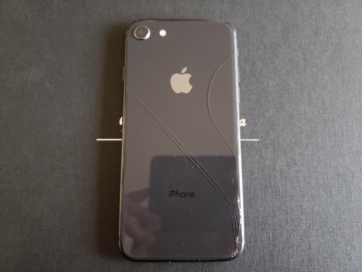 ジャンク iPhone8 スペースグレイ 64GB au 割れ_画像2