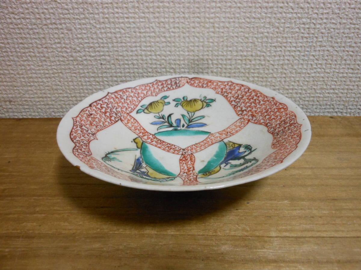 古陶磁その158 色絵古九谷 三方割草花山水図平茶碗 江戸前期(1660年頃) 時代金直しあり 共直しはありません 座りも安定 真作保証