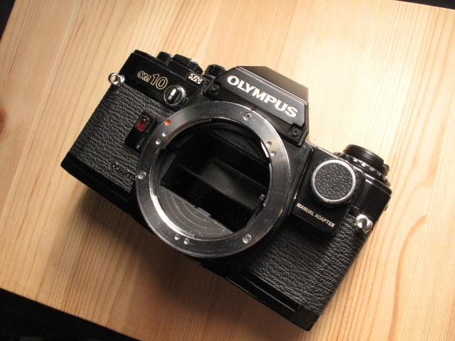 オリンパス★「OLYMPUS OM-10 :ブラックペイント」~作動品、マニュアルアダプター&DATE付属 ZUIKO、Nikon,Canon,PENTAX,MINOLTA好きにも_画像1