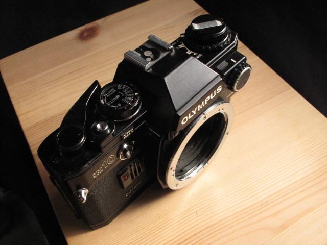 オリンパス★「OLYMPUS OM-10 :ブラックペイント」~作動品、マニュアルアダプター&DATE付属 ZUIKO、Nikon,Canon,PENTAX,MINOLTA好きにも_画像2
