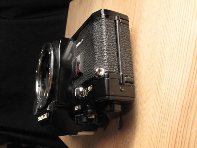 オリンパス★「OLYMPUS OM-10 :ブラックペイント」~作動品、マニュアルアダプター&DATE付属 ZUIKO、Nikon,Canon,PENTAX,MINOLTA好きにも_画像4