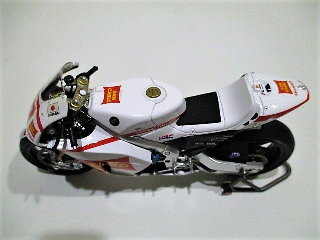 1/18 ホンダ RC212V マルコ・シモンチェリ San Carlo Honda Gresini Moto GP 2011_画像10