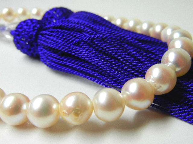 訳あり 真珠専科 色テリ巻き良 数珠 あこや真珠 7.5-7.0㎜ 紫房_画像3