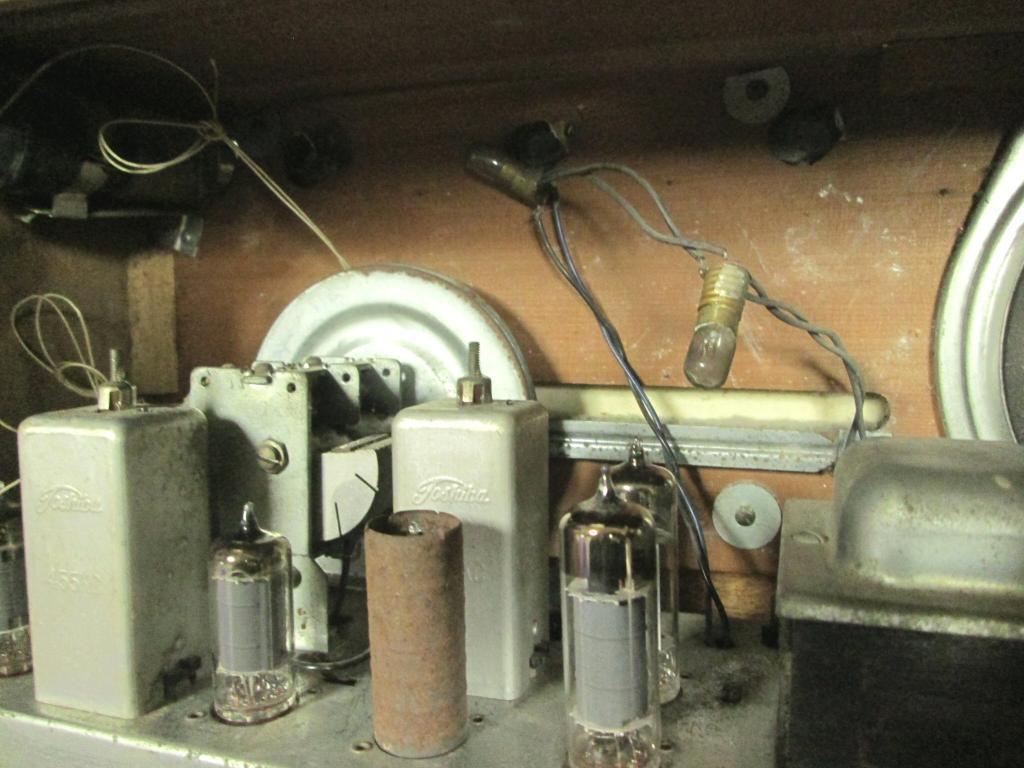 A 真空管ラジオ シャーシ等一式 TOSHIBA MT管 受信確認出来ません ジャンク_画像2
