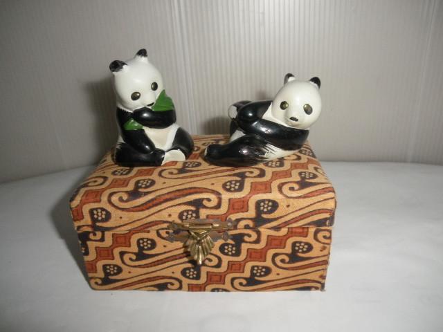 @@@ 中国パンダ パンダ 可愛いパンダ インテリア 雑貨 癒しの飾り物 レトロ調 陶器 小物 置物 人形 定形外500円_画像1