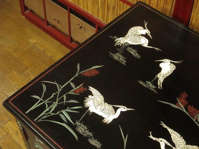 逸品 黒漆 中国美術 彫刻 花鳥図 真鍮金具 茶道具 キャビネット/飾り棚/箪笥/煎茶棚/書棚/本箱/アンティーク_画像3