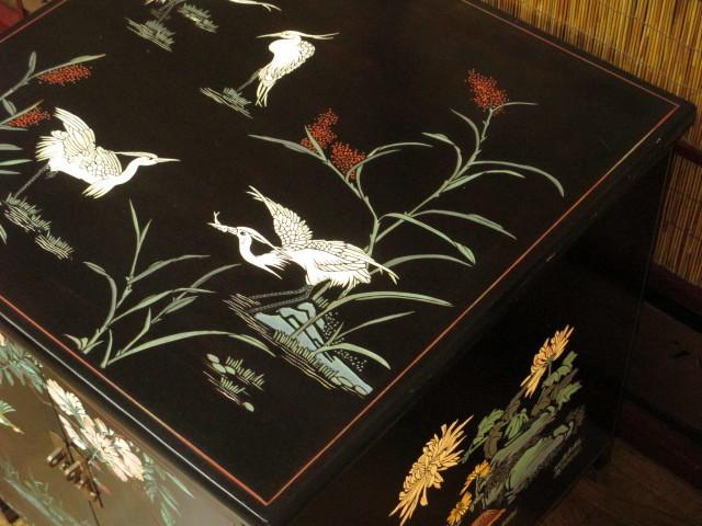 逸品 黒漆 中国美術 彫刻 花鳥図 真鍮金具 茶道具 キャビネット/飾り棚/箪笥/煎茶棚/書棚/本箱/アンティーク_画像4