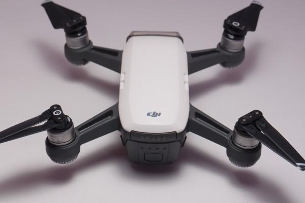 DJI ドローン SPARK Fly More Combo ホワイト おまけ色々 ジェスチャー対応 空撮 2軸ジンバルカメラ GPS搭載 フライモアコンボ 送料無料_画像4