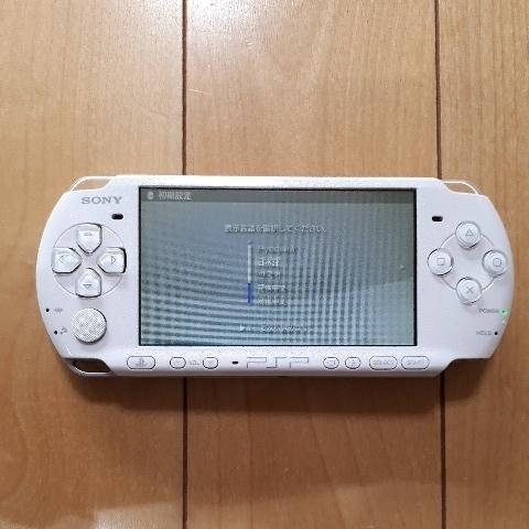 1円スタート! 送料225円! PSP-3000 ホワイト バッテリー 充電器付き_画像2